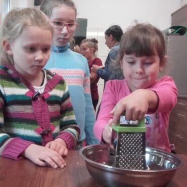Dzieci wspólnie gotowały w Raciążu