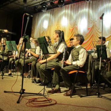 Reprezantacyjna Orkiestra Lasów Państwowych przy Technikum Leśnym w Tucholi na koncercie wyzwoleniowym