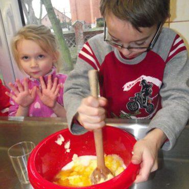 Pyszne ciasteczka świąteczne upiekły dzieci z Raciąża