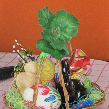 Wielkanocne stoły w Klubie Seniora Jesień