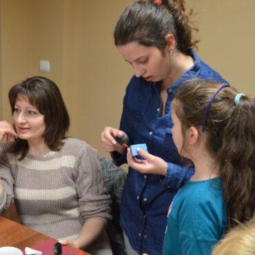 Gradientowe malowanie paznokci w WDK Raciąż