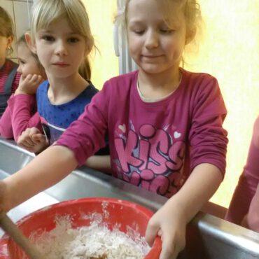 Pizza na zajęciach kulinarnych w Raciążu