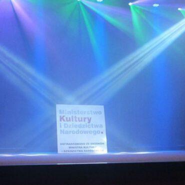 Zakup zestawu oświetleniowego do sceny stacjonarnej i sceny mobilnej ośrodka kultury