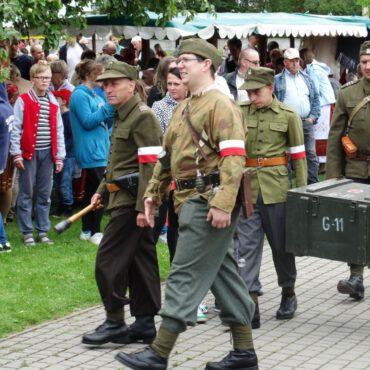 Historyczny Pochód Borowiaków przeszedł ulicami Tucholi