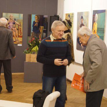 Fotorelacja z wernisażu wystawy pt. `Aniołowie i ludzie`
