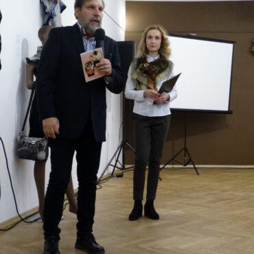 Wernisaż wystawy prac Brygidy Wolańskiej pt. `Opowieści z wełny i jedwabiu` już za nami!