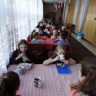 Dzieci śpiewały, tworzyły i grały – trzeci dzień ferii z TOK