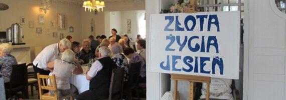 Seniorzy odpoczywali w Dworku w Wymysłowie