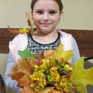 Bukiety z jesiennych liści w Raciążu