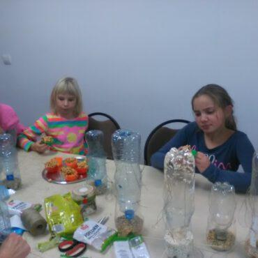 Dzieci w Raciążu budowały karmniki dla ptaków