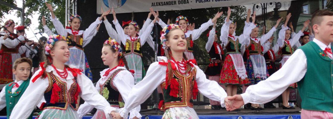 Koncert uczestników Bydgoskich Impresji Muzycznych na tucholskim rynku