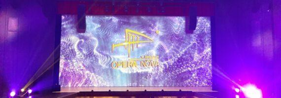 Lampka szampana w Operze Nova
