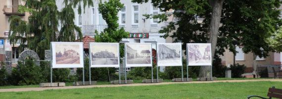 Plenerowa wystawa pocztówek i zdjęć dawnej Tucholi otwarta