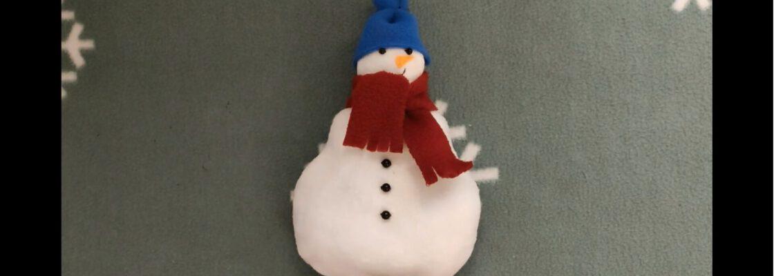 """""""Śniegowy bałwan"""" – szycie filcowej przytulanki w wykonaniu Justyny Drewek"""