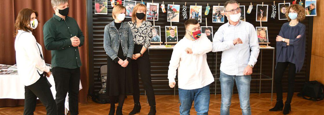 Otwarcie wystawy fotografii z okazji Światowego Dnia Zespołu Downa – fotorelacja
