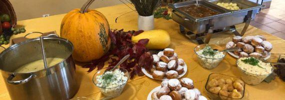 Seniorzy obchodzili Święto Pieczonego Ziemniaka